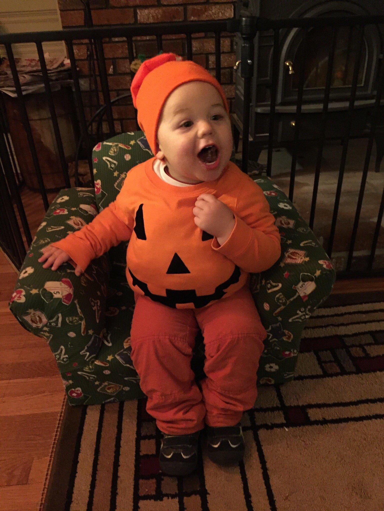 Jack O' Lantern no-sew Halloween costume idea