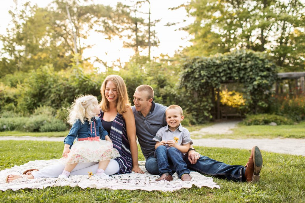 Behind the scenes of a professional family photo shoot - the funny, the helpful, the beautiful. #familyphotos #photoshoot #professionalphotos