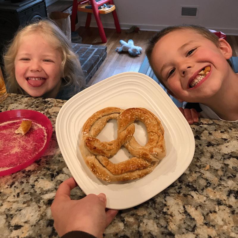 Auntie Anne's Pretzel Kit pretzel