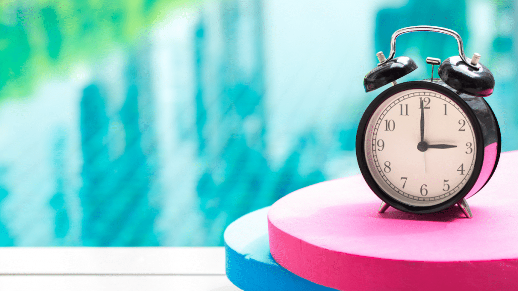 3pm clock blue and pink background
